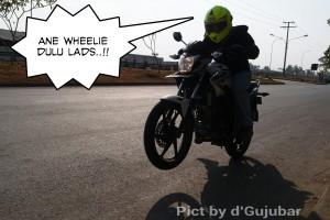 inyong wheelie terus lads sama cbsf penomenal..
